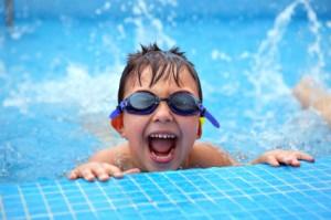 brisbane-kids-swimming-in-a-public-pool