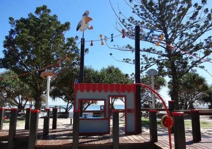 playground wynnum whale park