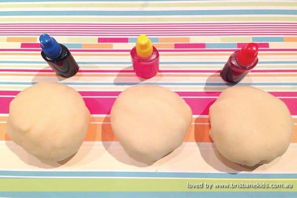 How to make surprise colour play dough