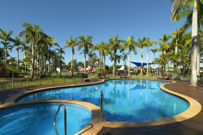 Oaks-Oasis-Resort-Pool-editorial