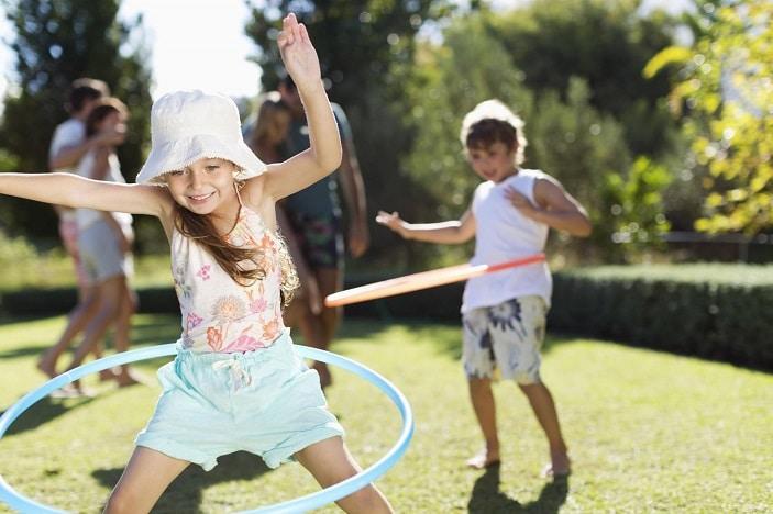 girl hula hoop