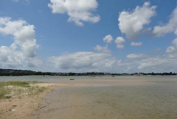 noosa river sandbar